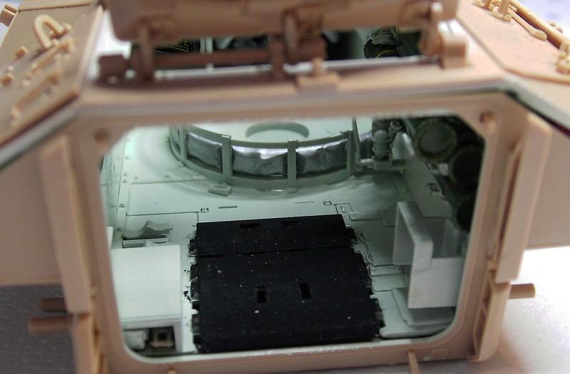M3A3 Bradley mit Inneneinrichtung in 1:35 von Meng Pict63892giq5i