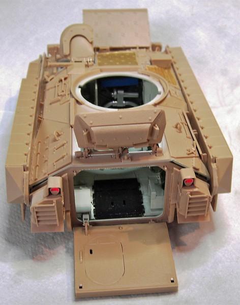 M3A3 Bradley mit Inneneinrichtung in 1:35 von Meng Pict63922ytqnd