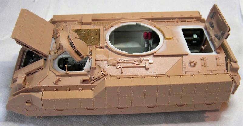 M3A3 Bradley mit Inneneinrichtung in 1:35 von Meng Pict6393221r09