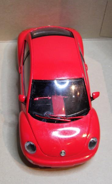 Volkswagen New Beetle 1:24 von Tamiya in der vorlackierten Version Pict772521tegw