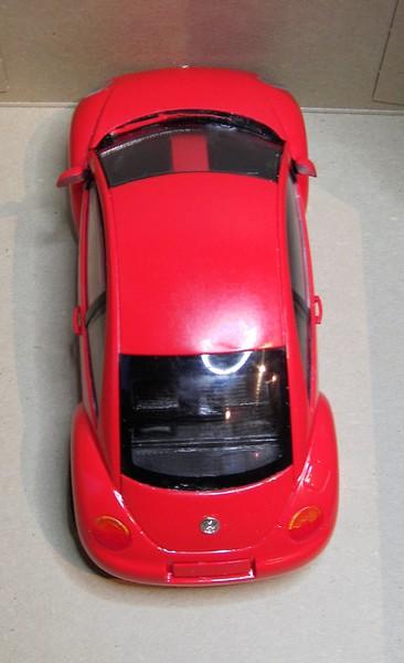 Volkswagen New Beetle 1:24 von Tamiya in der vorlackierten Version Pict77272fqdnh