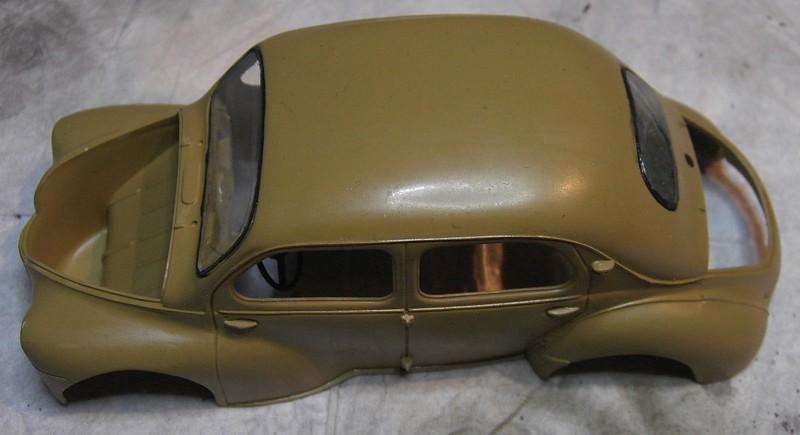 Cremeschnittchen - Renault 4 CV in 1:24 von Heller Pict86632fykcr