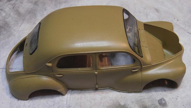 Cremeschnittchen - Renault 4 CV in 1:24 von Heller Pict86652x3j4m