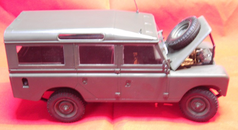 Land Rover Series III LWB in 1:24 Pict86762g1j6k