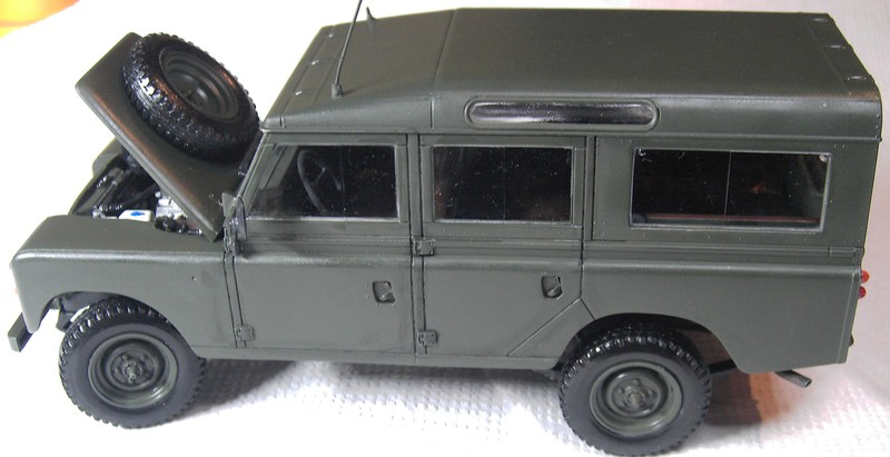 Land Rover Series III LWB in 1:24 Pict87022b8k23