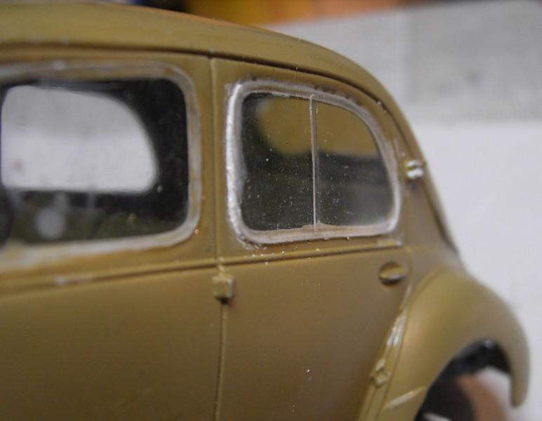 Cremeschnittchen - Renault 4 CV in 1:24 von Heller Pict88882m1k6m