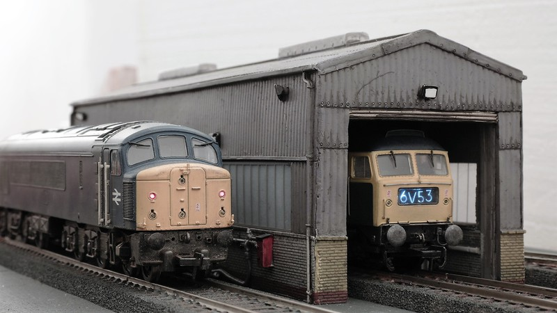 Bachmann UK 00 gauge British Railways blue era diesel Sam_2672d8ksx