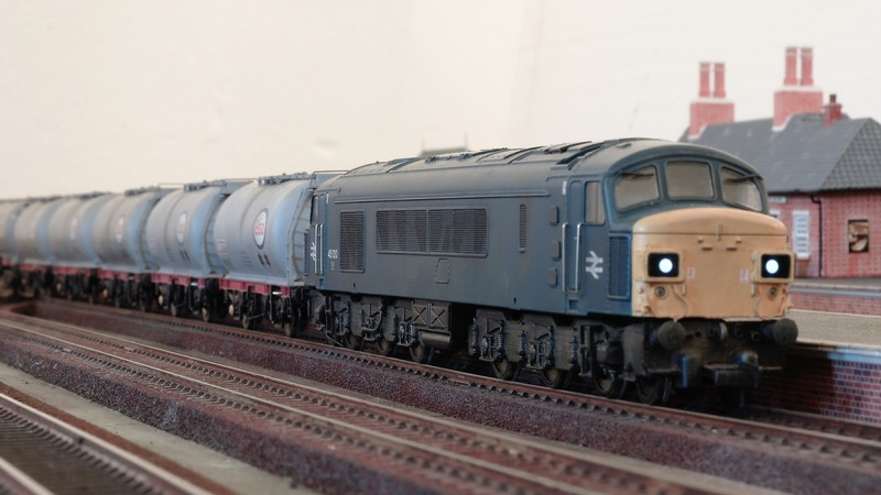 Bachmann UK 00 gauge British Railways blue era diesel Sam_2677zbj6m