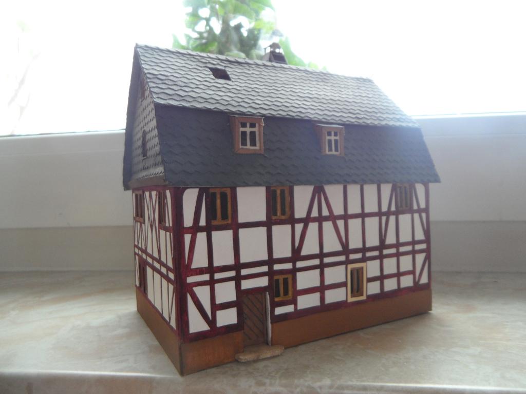 kleines fachwerkhaus mit scheune stummis modellbahnforum. Black Bedroom Furniture Sets. Home Design Ideas