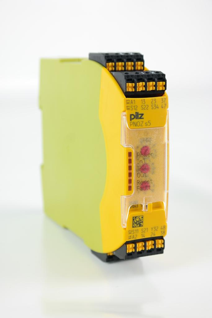 Pilz PNOZ s5 C 24VDC 2n//o 2n//ot 751105 Sicherheitsschaltgerät Safety Relay
