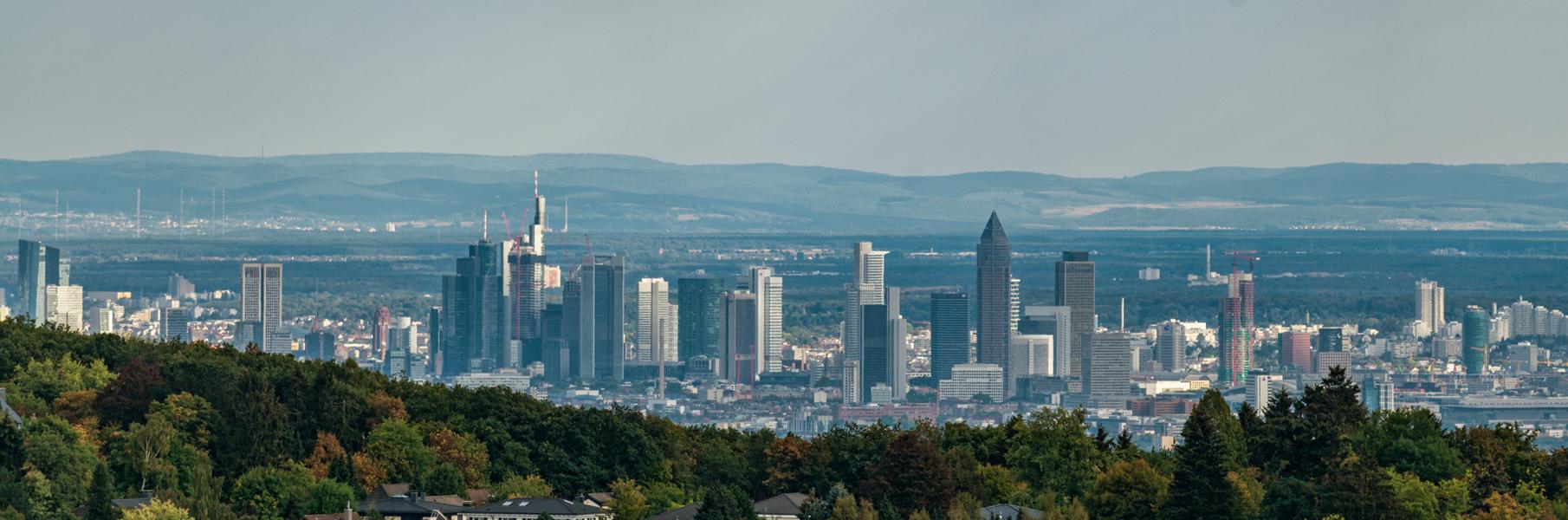 Bild: https://abload.de/img/skyline_koenigsteink5epp.jpg