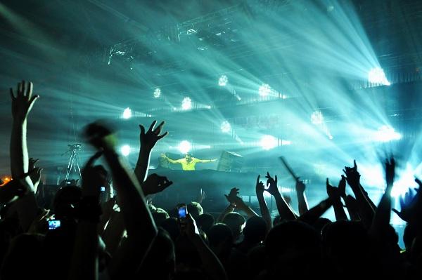 techno-party-14169303i0s8r.jpg