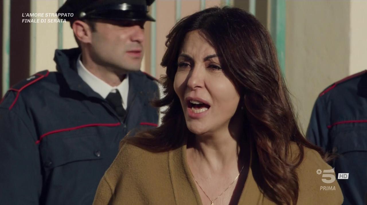 L amore Strappato - Miniserie (2019) (Completa) HDTV 720P ITA AC3 x264 mkv Vlcsnap-2019-04-01-03jhkh0