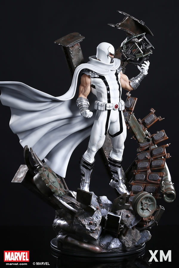 Premium Collectibles : Magneto White Version - Page 2 Whitemag04ejfnf