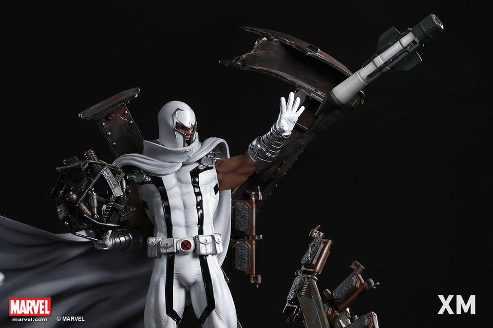 Premium Collectibles : Magneto White Version - Page 2 Whitemag0742elt
