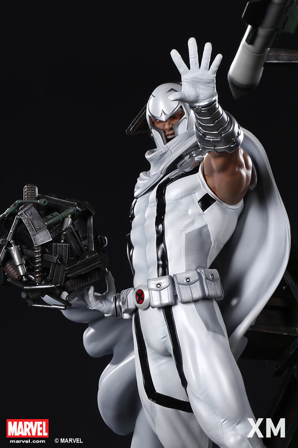 Premium Collectibles : Magneto White Version - Page 2 Whitemag09d5ift