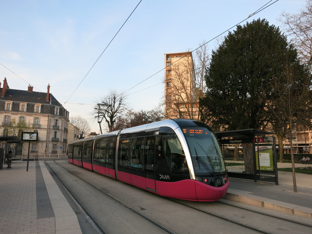 fr burgundy trams in dijon railuk forums. Black Bedroom Furniture Sets. Home Design Ideas