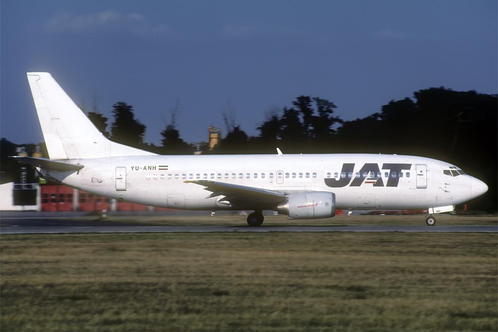 B737-300 JAT/Aviolet Yu-anh_25-07-018ujf5